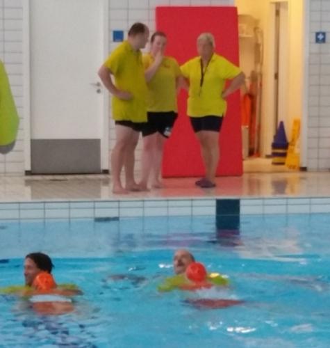 Oefenen voor de zwemtest